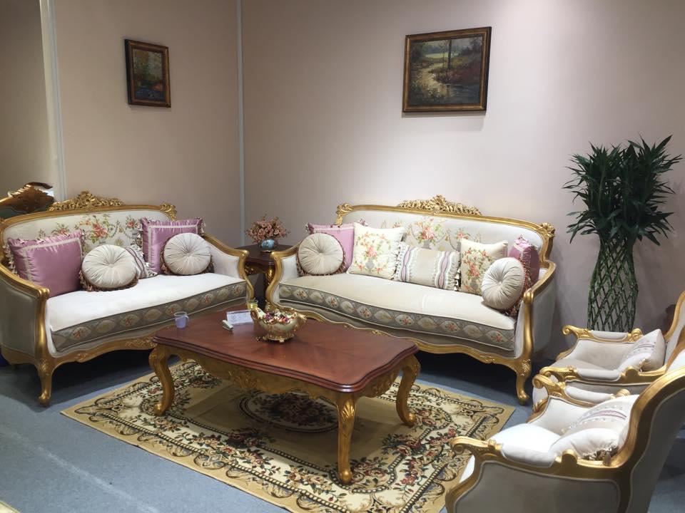 Ghế sofa cổ điển nên chọn màu sắc trung tính mang vẻ đẹp quý phái