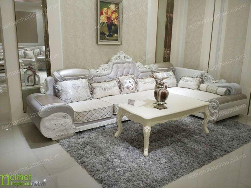sofa cổ điển với phần khung gỗ sang trọng, chắc chắn