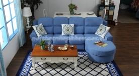 Không gian phòng khách sang trọng  với ghế sofa tân cổ điển
