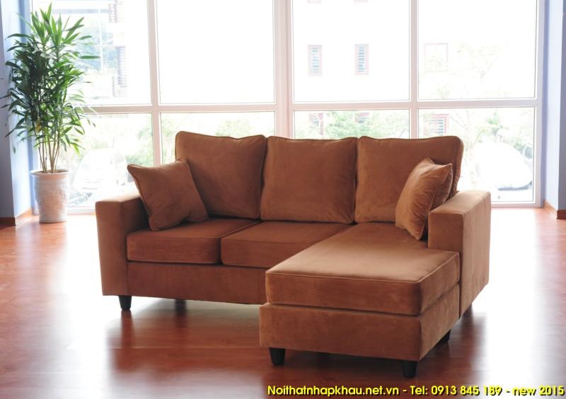Ghế sofa nhỏ da bò thật tạo nên sự rộng rãi cho căn phòng