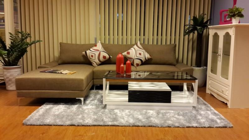 Ghế sofa góc và bàn trà chữ nhật mang lại không gian hiện đại